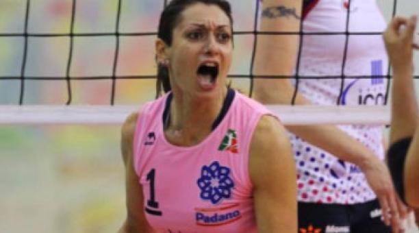 La exjugadora Lara Lugli ha sido demanda por un club de voleibol italiano,  por daños y perjuicios. El tema ha generado debate público en Italia. Foto de la cuenta Twitter @ilventomatteo