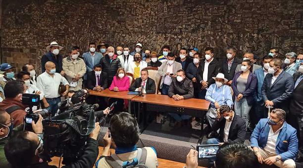Los alcaldes se reunieron en una asamblea tras el encuentro con el ministro de Gobierno, Gabriel Martínez. Foto: cortesía AME