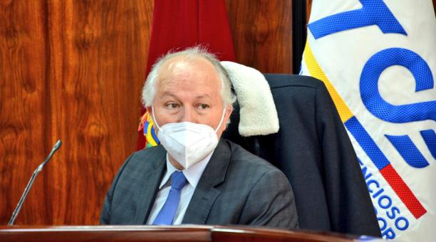 El juez del Tribunal Contencioso Electoral (TCE), Ángel Torres, se excusó y no tratará el pedido de recuento de actas solicitado por el candidato presidencial de Pachakutik, Yaku Pérez. Foto: Twitter TCE