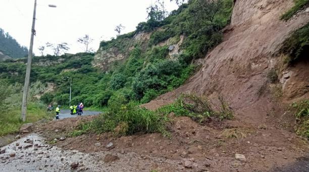 El deslizamiento de tierra se registró la tarde de este jueves 11 de marzo del 2021. Foto: Armando Lara/ EL COMERCIO.