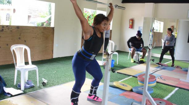 Tamara Salazar, clasificada a Tokio 2021, durante una de sus prácticas en Portoviejo. Foto: Secretaría del Deporte