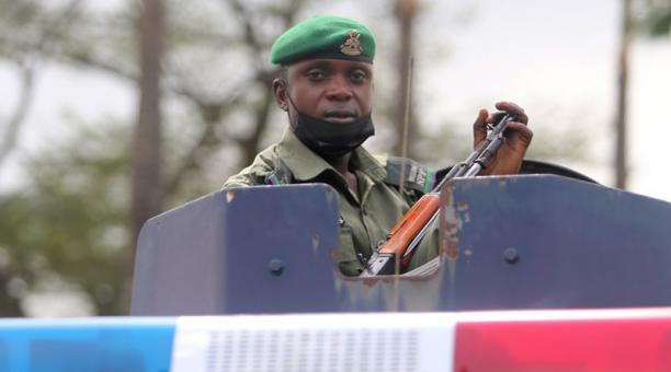 Imagen referencial. Las autoridades en Nigeria han iniciado la búsqueda de los estudiantes que fueron secuestrados por hombres armados. Foto: EFE