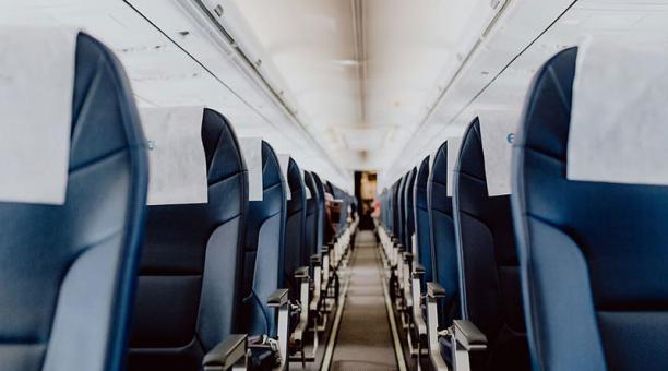Imagen referencial. El piloto se vio obligado a regresar al punto de partida debido a que el pasajero se negó a ponerse la mascarilla. Foto: Piqsels.
