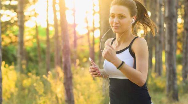 El ejercicio y una dieta saludable previenen enfermedades. Foto: Pixabay.com