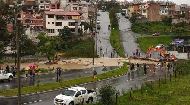 Los lojanos soportaron este 12 de marzo del 2021 una fuerte lluvia y hubo inundaciones en algunos barrios. Foto: cortesía Lindon Sanmartín