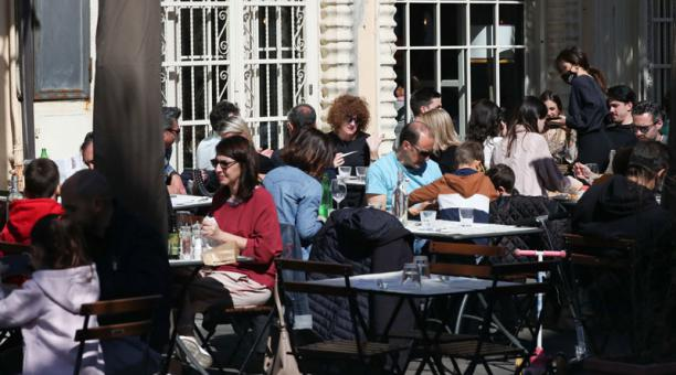 En Italia, el Gobierno decretó un nuevo confinamiento para frenar el contagio de covid-19. Los bares deben cerrar. Foto: EFE