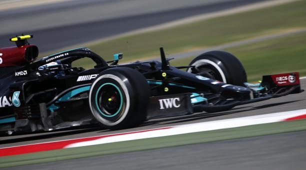Valtteri Bottas fue el mejor en el segundo día de entrenamientos libres del Gran Premio de Baréin. Foto: EFE