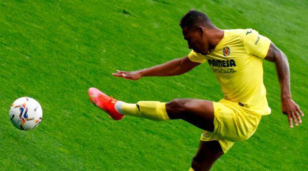 El lateral Pervis Estupiñán volvió a la titularidad con el Villarreal, en la Liga española. Foto: EFE.