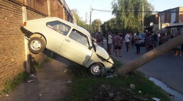 Un adolescente que sacó el auto de su padre sin permiso causó un fatal accidente en Argentina. Foto: captura.