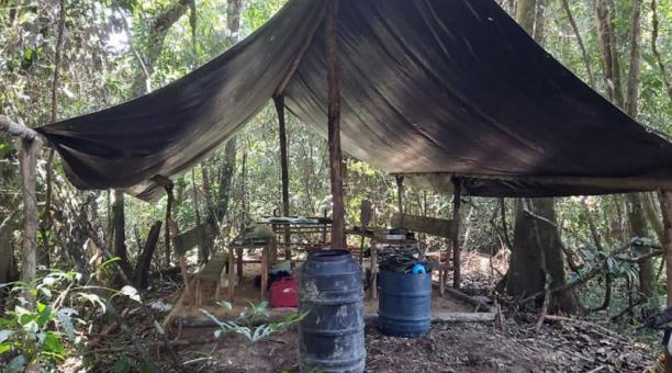 La bomba lanzada solo afectó una parte del campamento. Foto: Diario El Tiempo de Colombia