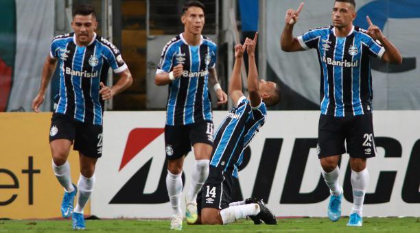 avid Braz de Gremio celebra un gol hoy, en un partido de la Copa Libertadores entre Gremio y Ayacucho FC en el estadio Arena do Gremio en Portoalegre (Brasil). EFE