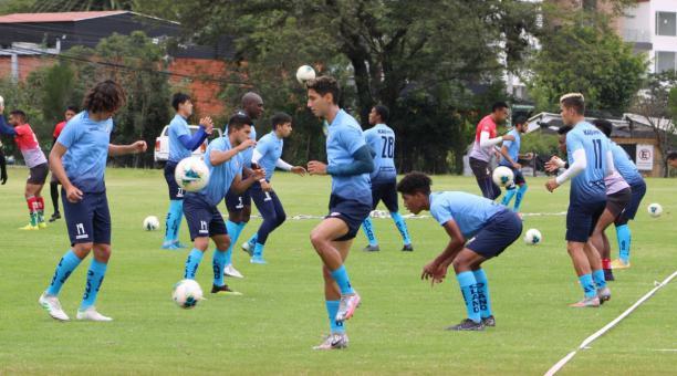 Los jugadores de El Nacional se alistan para el debut en la Serie B frente al América de Quito. Foto: Prensa El Nacional.