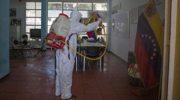 Nicolás Maduro decretó un cerco sanitario en Caracas, capital de Venezuela, por la propagación del covid-19. Foto: EFE