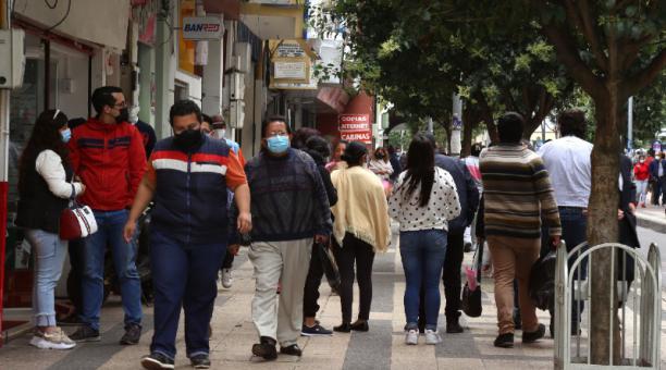 Ambato se mantiene en semáforo amarillo al cumplirse el primer año de la emergencia sanitaria por la pandemia del covid-19 en Ecuador. Foto: Glenda Giacometti / El Comercio