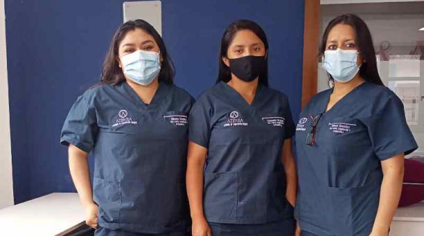 Ximena Mendieta, Yessenia Uyaguari y Rebeca González quieren emprender en la confección tras graduarse. Foto: Cortesía Ninoska Merchán