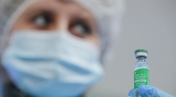 Imagen referencial. La Agencia Europea del Medicamento espera resultados de una investigación sobre la vacuna de AstraZeneca. Foto: EFE.