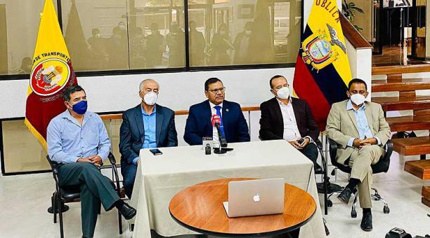 Este 17 de marzo participaron en una rueda de prensa los representantes de la Federación de Transporte Terrestre de Pichicha. Foto: Facebook Cámara de Transporte Pesado de Pichincha