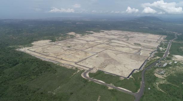 La planicie donde no se concretó la refinería del Pacífico restó bosque y vegetación al área rural de Manta. Foto: Vicente Costales/ EL COMERCIO.