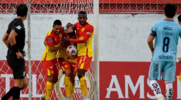 Sociedad Deportiva Aucas y Guayaquil City jugaron en la Sudamericana el 18 de marzo del 2021. Foto de la cuenta Twitter @Sudamericana