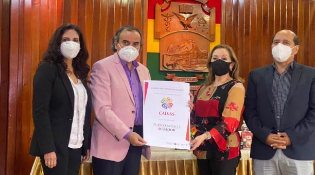 Las autoridades del cantón Calvas (Loja) recibieron el 18 de marzo del 2021, el reconocimiento como Pueblo Mágico. Foto: Cortesía Ministerio de Turismo