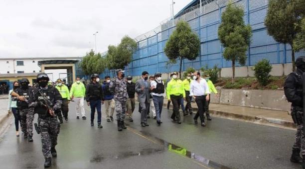 El ministro de Gobierno, Gabriel Martínez, recorrió las instalaciones del Centro de Rehabilitación Social Sierra Centro y Norte de Cotopaxi. Foto: Cortesía