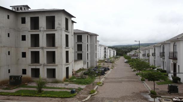 En el proyecto Villas del Bosque, en vía a la Costa, resta por vender 25% de unidades. Foto: Enrique Pesantes / EL COMERCIO