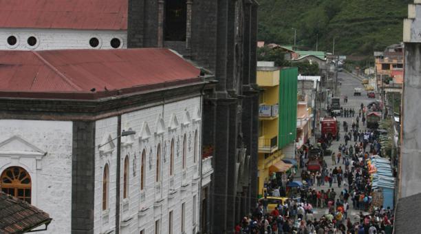 La procesión de la 'Caminata de la fe' hacia la Basílica de la Virgen del Rosario de Agua Santa de Baños fue suspendida este 2020, por segundo año consecutivo ante la propagación del covid-19. Foto: Archivo/ EL COMERCIO