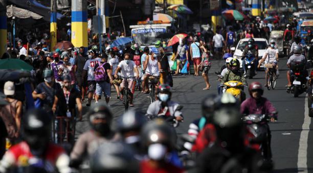 En Manila, capital de Filipinas, el Gobierno decretó un nuevo confinamiento por los contagios del covid-19. Foto: EFE