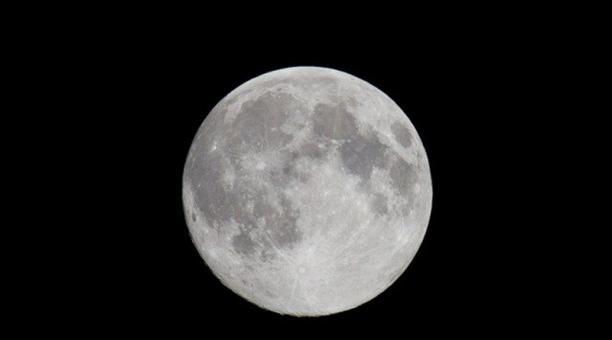 Imagen referencial. Científicos propusieron instalar una antena en la superficie de la Luna para medir ondas gravitacionales. Foto: Pixabay