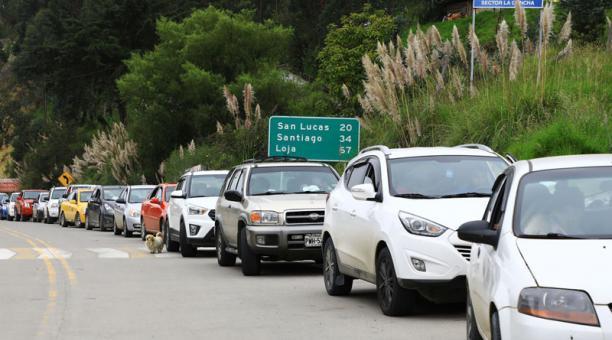 El nuevo derrumbe se ubica en el sector de Yarimala, a un kilómetro del centro del cantón Saraguro. Los conductores utilizan una carretera comunitaria pagando una contribución. Foto. Lineida Castillo / EL COMERCIO