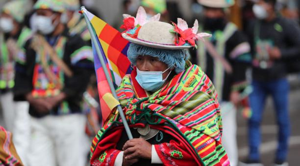 En La Paz se produjo una gran marcha que llegó hasta el centro de la ciudad después de haber partido de la vecina urbe de El Alto y recorrer varios kilómetros. Foto: EFE