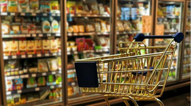 Imagen referencial. 45 locales de una cadena de supermercados realizarán la devolución automática del IVA a adultos mayores. Foto: Pixabay.