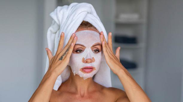 Las mascarillas de velo son muy fáciles de usar, un factor que ha contribuido a su popularidad. Foto: Freepik