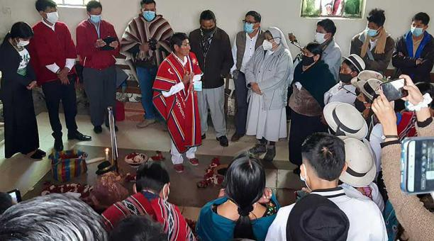 En el cerro de Alajahuán los comuneros de Chimborazo se congregaron para celebrar el año nuevo andino.  Foto: cortesía
