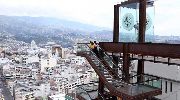 El paseo turístico 'Las Escalinatas y el tiempo' es el nuevo atractivo turístico de Ambato desde su apertura, en enero del 2021. Foto:  Glenda Giacometti / EL COMERCIO