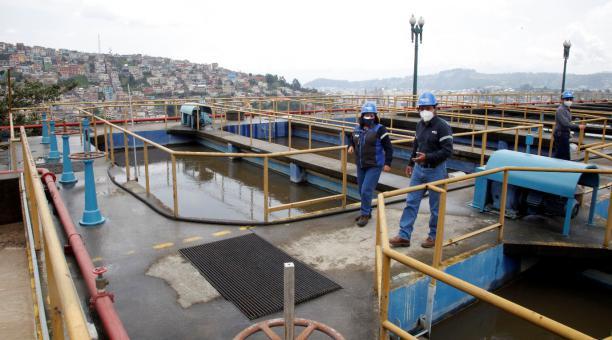 Cada persona de Quito gasta un promedio de 180 litros de agua al día, mientras que ese valor en Lima, por ejemplo, es de 160: en Santiago de Chile es de 142 y en Bogotá es de 110. Foto: Patricio Terán / EL COMERCIO