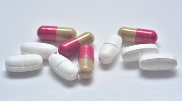 Imagen referencial. Un estudio revela que un tratamiento para las personas que padecen de enfermedad de Crohn o colitis ulcerosa puede incidir en la respuesta de los anticuerpos. Foto: Pixabay