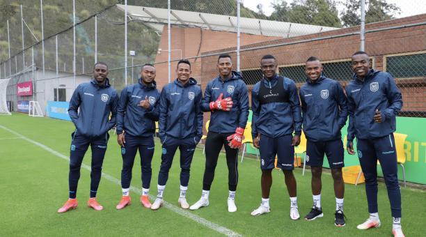 Los jugadores de la selección ecuatoriana, en la cancha de la Casa de la Selección, en Quito. Foto: FEF
