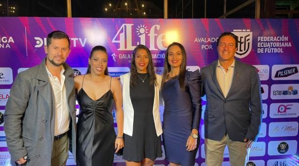 Giannina Lattanzio, Irene Tobar y Mayra Olvera, de Independiente del Valle, asistieron a la gala. Foto: Ind. del Valle