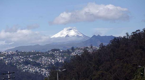Los equipos del Instituto Geofísico monitorean permanentemente el volcán Cotopaxi y no han detectado mayores cambios, desde su reactivación en el 2015. Foto: archivo / EL COMERCIO