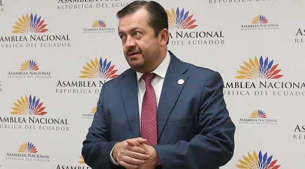 En un comunicado, Fabricio Villamar se refirió a la resolución del Pleno de la Asamblea que dispuso una investigación en su contra por un carné de discapacidad. Foto: archivo / EL COMERCIO