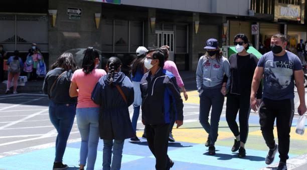 El COE de Ambato tomó nuevas medidas ante el covid-19 por el feriado de Semana Santa. Foto: Glenda Giacometti/ EL COMERCIO.