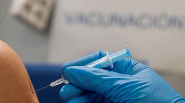 Imagen referencial. La campaña de vacunación en Guano se inició el miércoles, 24 de marzo del 2021. Foto: EFE