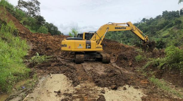Los derrumbes se presentan en varias zonas de la ruralidad tsáchila. Foto: Cortesía Prefectura Santo Domingo. Foto: cortesía.
