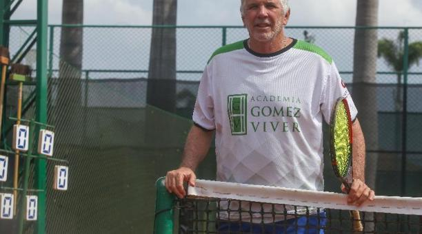 Andrés Gómez, en su academia de tenis que tiene con Raúl Viver, en Guayaquil.