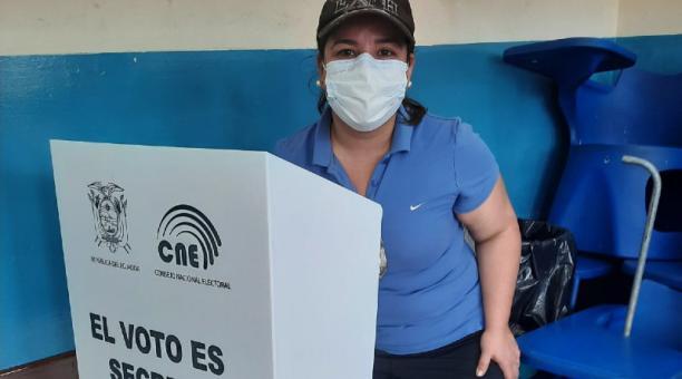 El 7 de febrero, María Karina Medina, nacida en Venezuela, votó por primera vez en los comicios de Ecuador. Foto: Cortesía