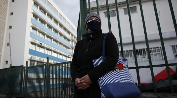 ulma Díaz, paciente con cáncer, espera la decisión de sus médicos, para saber si se inmunizará contra el covid. Foto: Patricio Terán/ EL COMERCIO