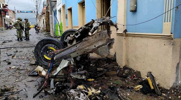 Según el Gobierno del Cauca, el ataque dejó 16 heridos, destruyó el edificio de la Alcaldía y causó daños en cinco locales comerciales. Foto: EFE