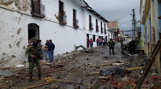 Una fotografía facilitada por la Alcaldía de Corinto muestra los daños causados ??por la explosión de un carro bomba frente a la Alcaldía del municipio, hoy en Corinto, Colombia 26 de marzo de 2021. Foto: EFE