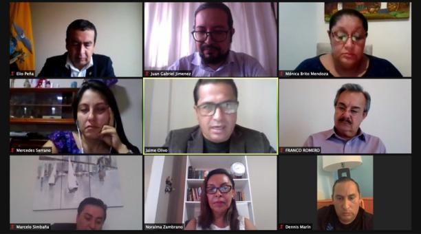 En el inicio de la sesión, los asambleístas discutieron la reconsideración del informe del juicio político contra el ministro de Trabajo, Andrés Isch.